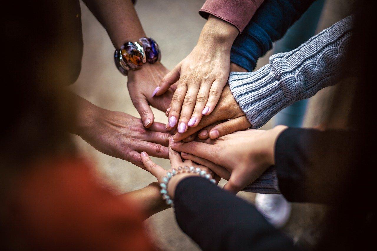 האם ניתן ללמוד לנהל קהילה ללא קורס?