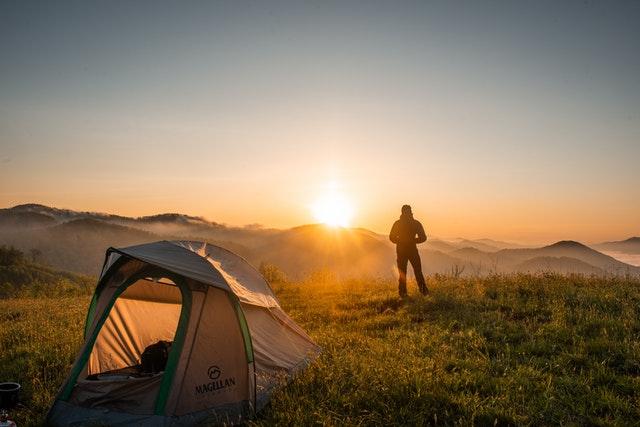 אוהל, בן אדם בזריחה