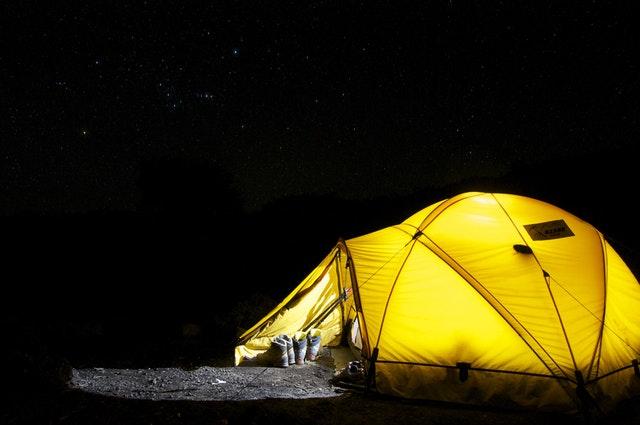 איך מרכיבים אוהל למשפחה? המדריך המלא