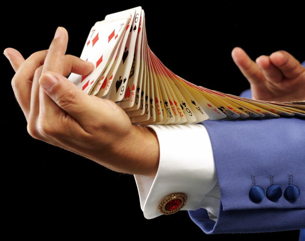 יד עם קלפים
