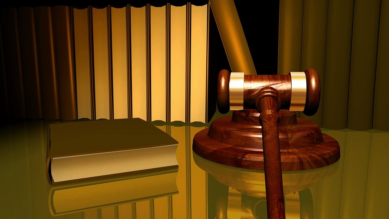 פריצת דיסק עקב ישיבה ממושכת בעבודה – האם יש עילה לתביעה?