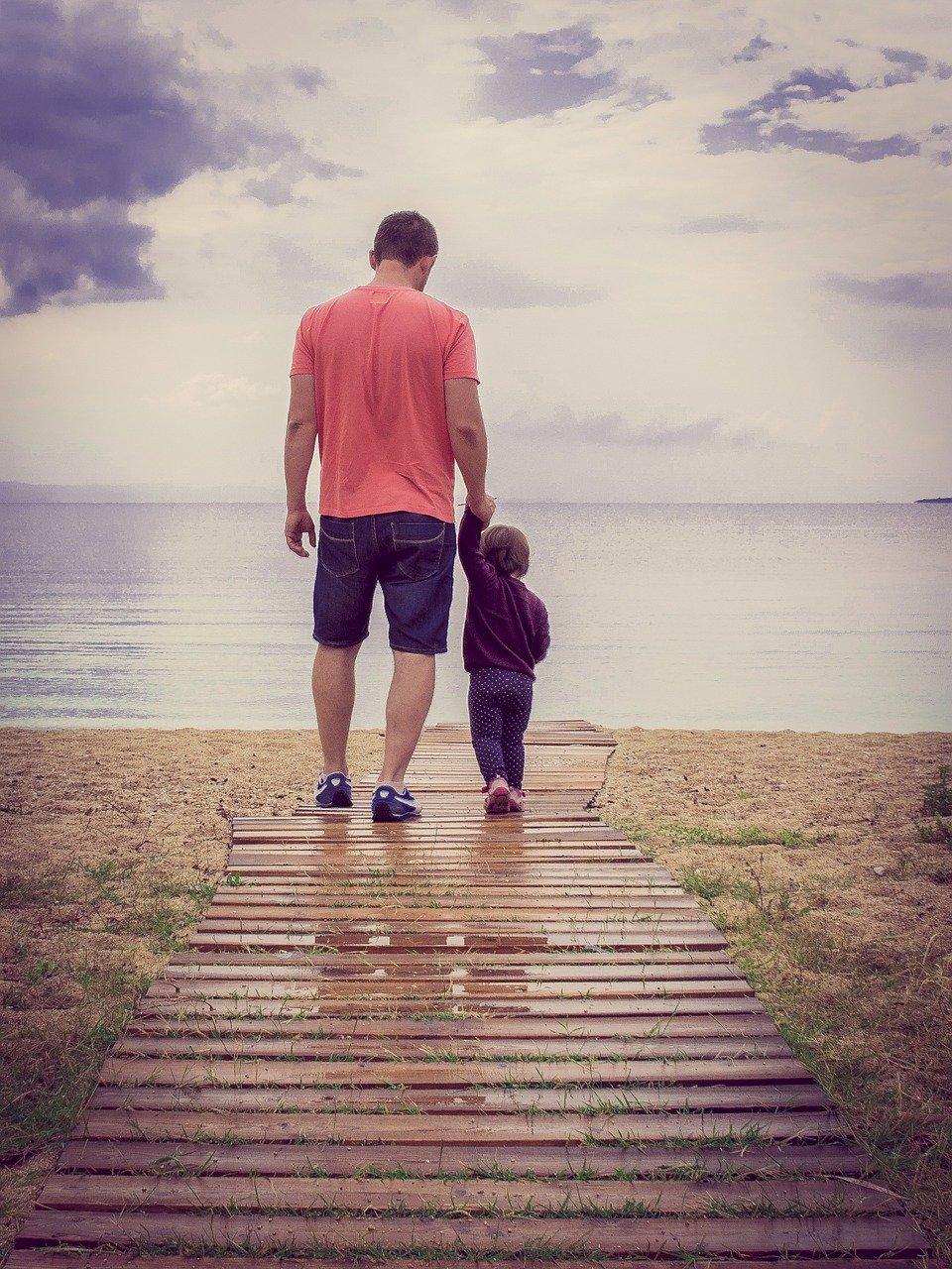 איך ללמוד ללכת עם נעלי צעד ראשון